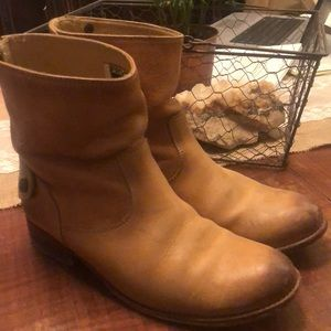 FRYE Anna leather short boot, camel color